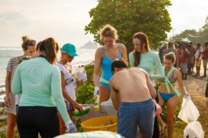 https://www.soulandsurf.com/wp-content/uploads/2021/01/Sri-Lanka-Beach-Clean-up-1-300x200.jpg