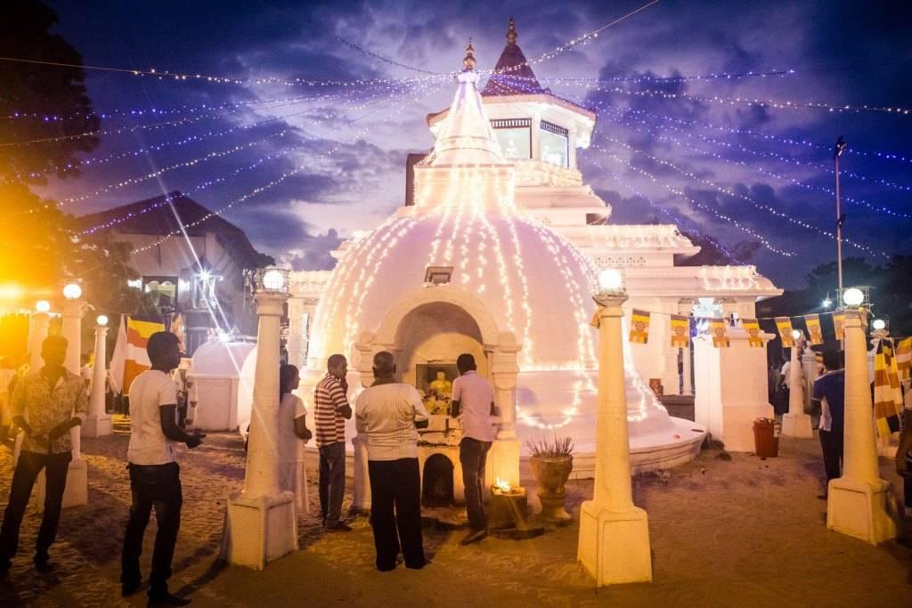 https://www.soulandsurf.com/wp-content/uploads/2021/01/Veshaka-Sri-Lanka-1.jpg