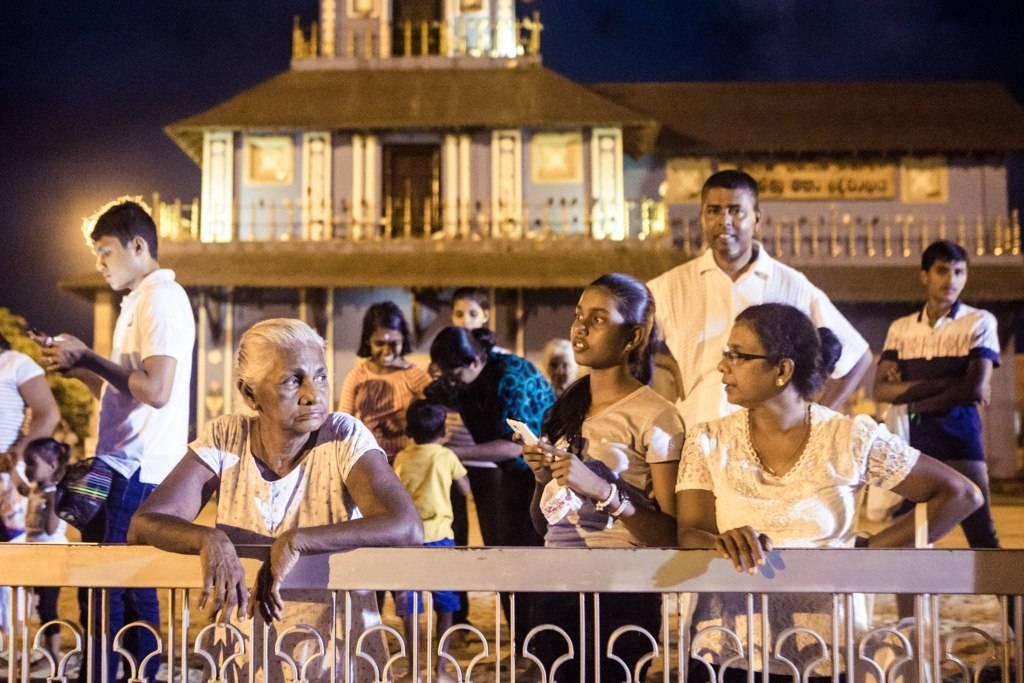 https://www.soulandsurf.com/wp-content/uploads/2021/01/Veshaka-Sri-Lanka-2.jpg