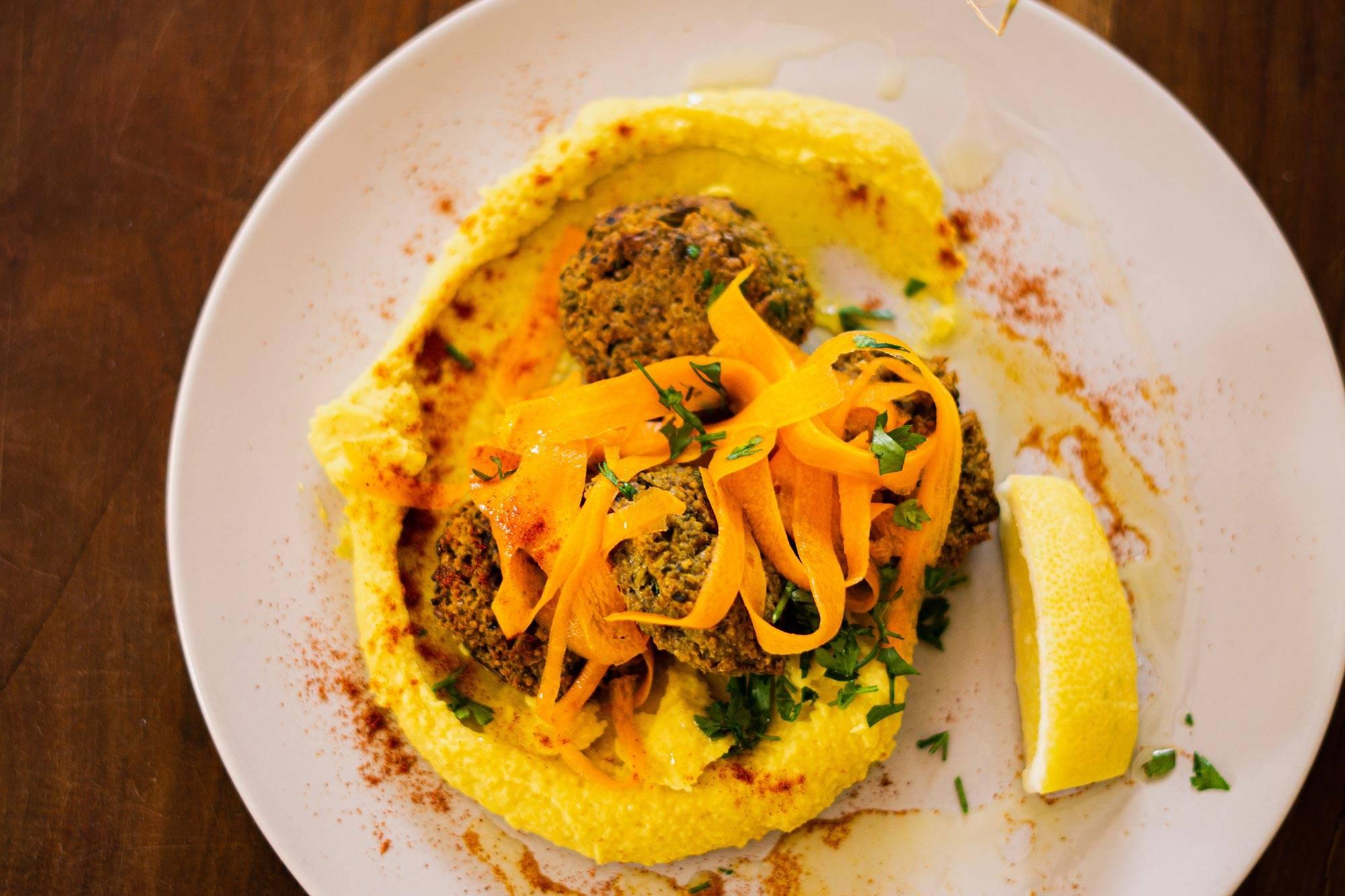 https://www.soulandsurf.com/wp-content/uploads/2021/07/@joeliooo_Food_Falafel_1.jpg Image