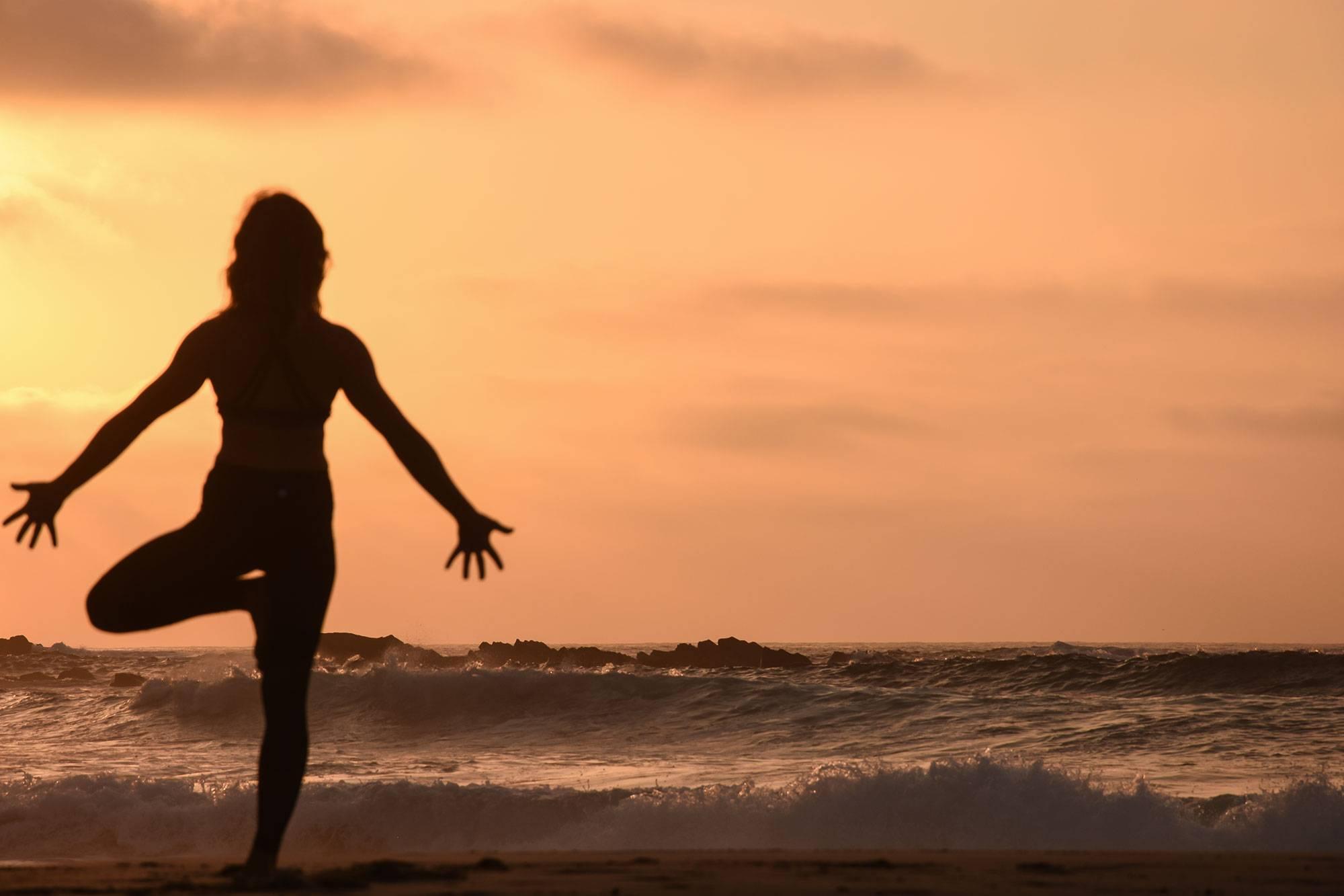 https://www.soulandsurf.com/wp-content/uploads/2021/07/@katiearaephoto_Yoga_On-the-beach_6.jpg Image