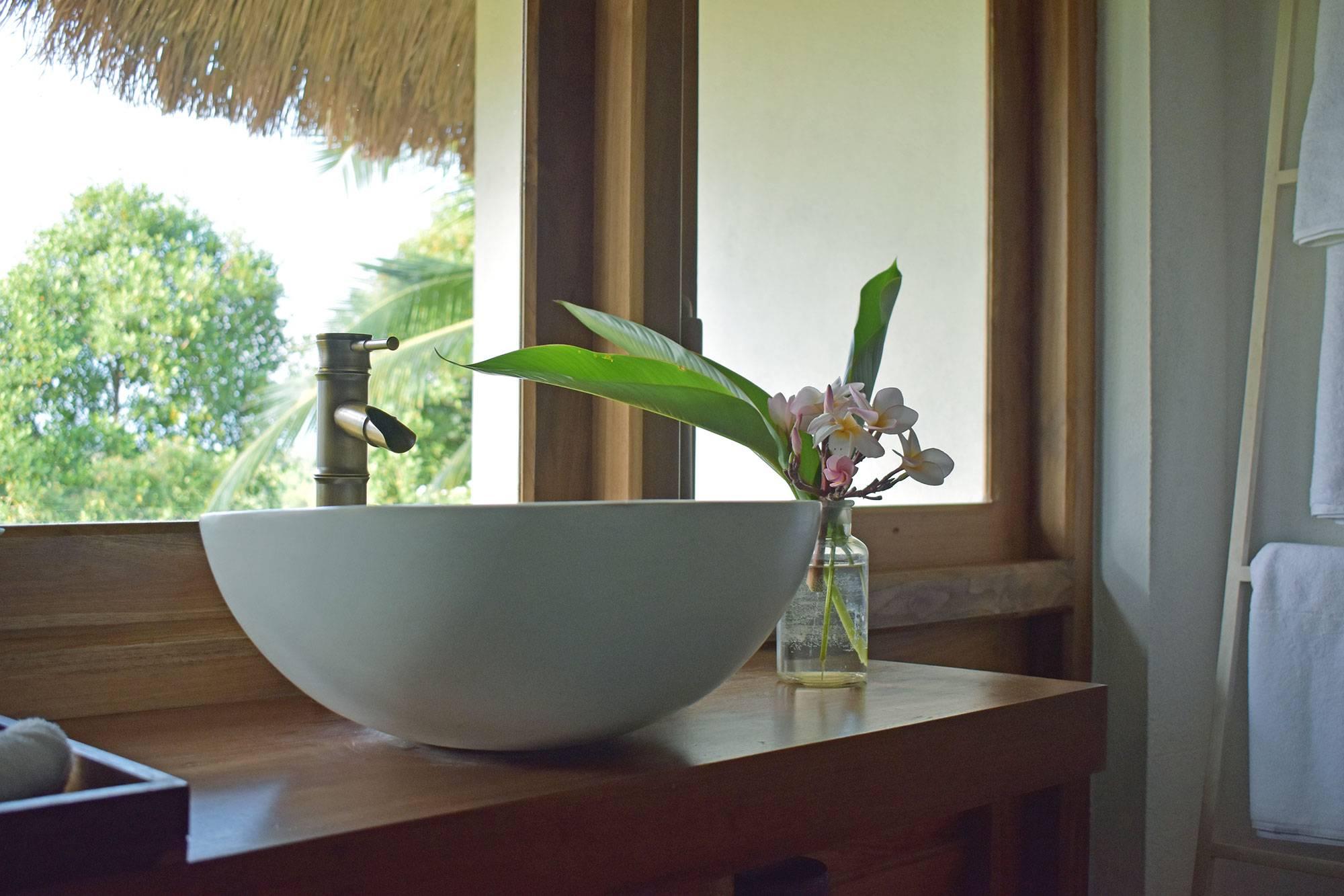 https://www.soulandsurf.com/wp-content/uploads/2021/07/Tekanda-RoomsCopy-of-Tek-Sink-window.jpg