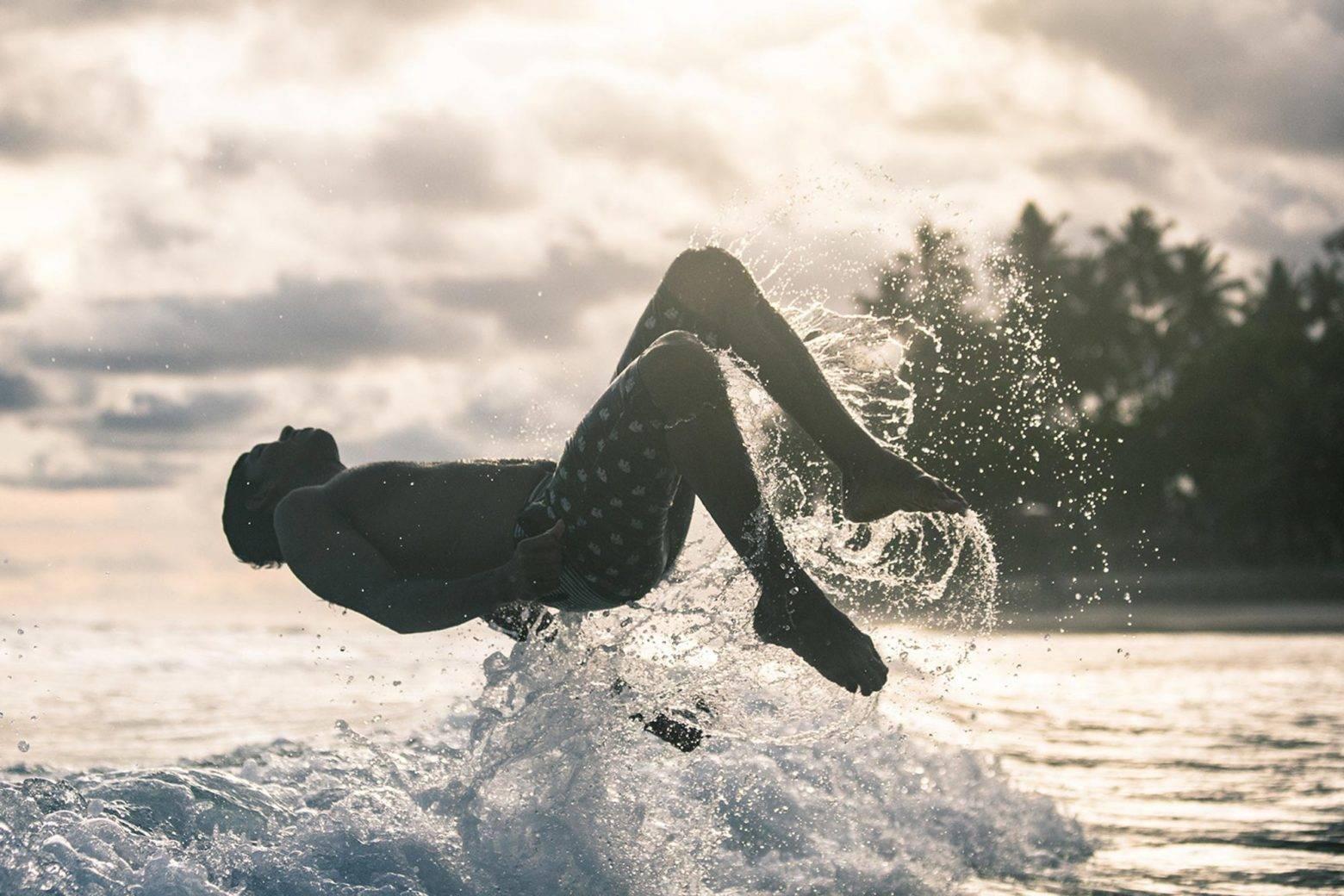 https://www.soulandsurf.com/wp-content/uploads/2021/07/lanka-surf-JUMP-1-e1627738626302.jpeg Image