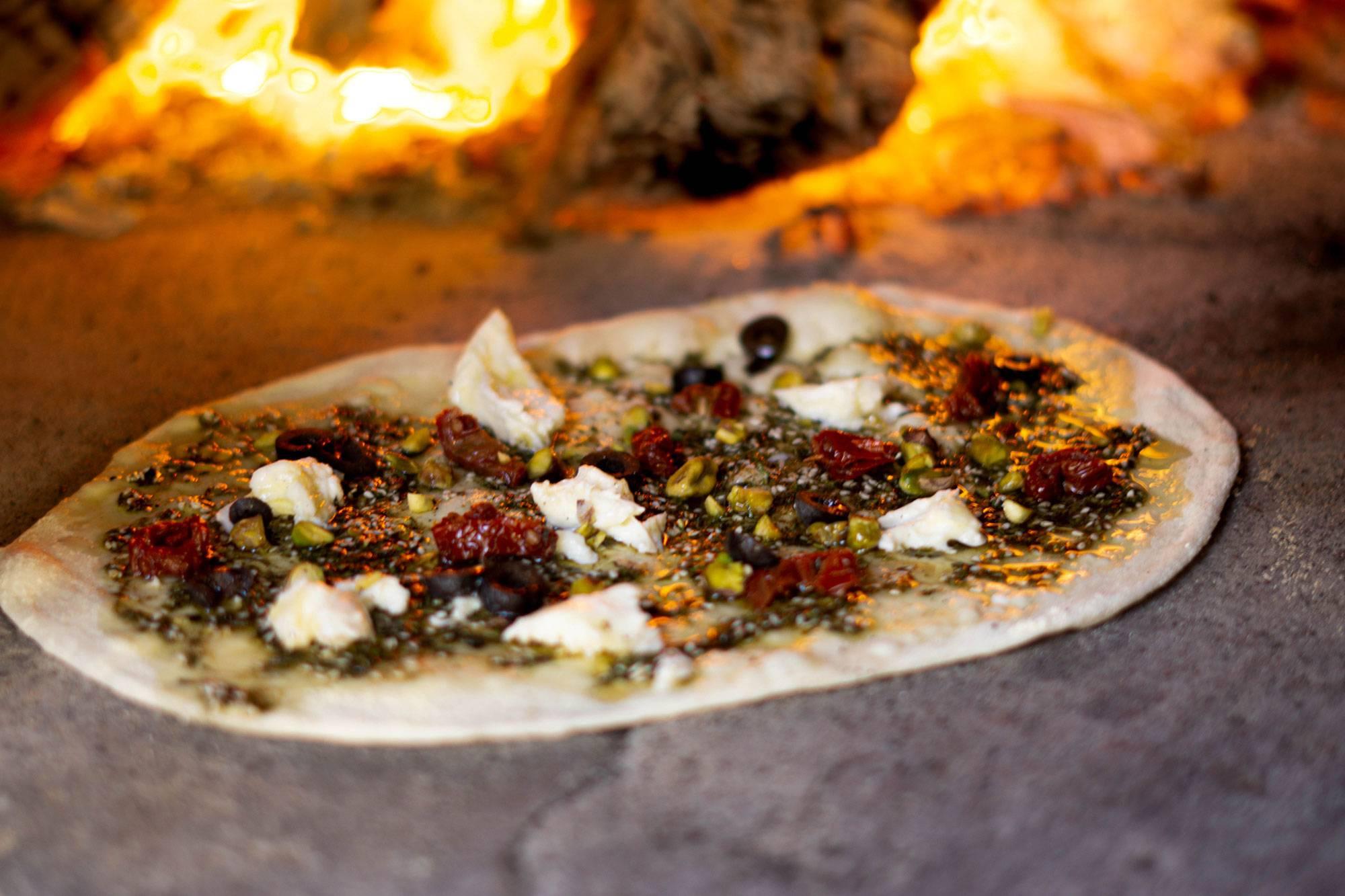 https://www.soulandsurf.com/wp-content/uploads/2021/07/retreatsportugal-images@joeliooo_Food_Pizza_1.jpg