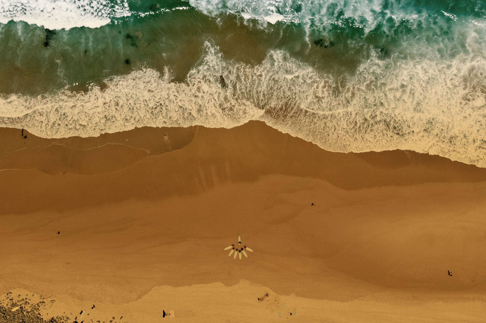 https://www.soulandsurf.com/wp-content/uploads/2021/07/retreatsportugal-imagesOceanSandSimWarren.jpg