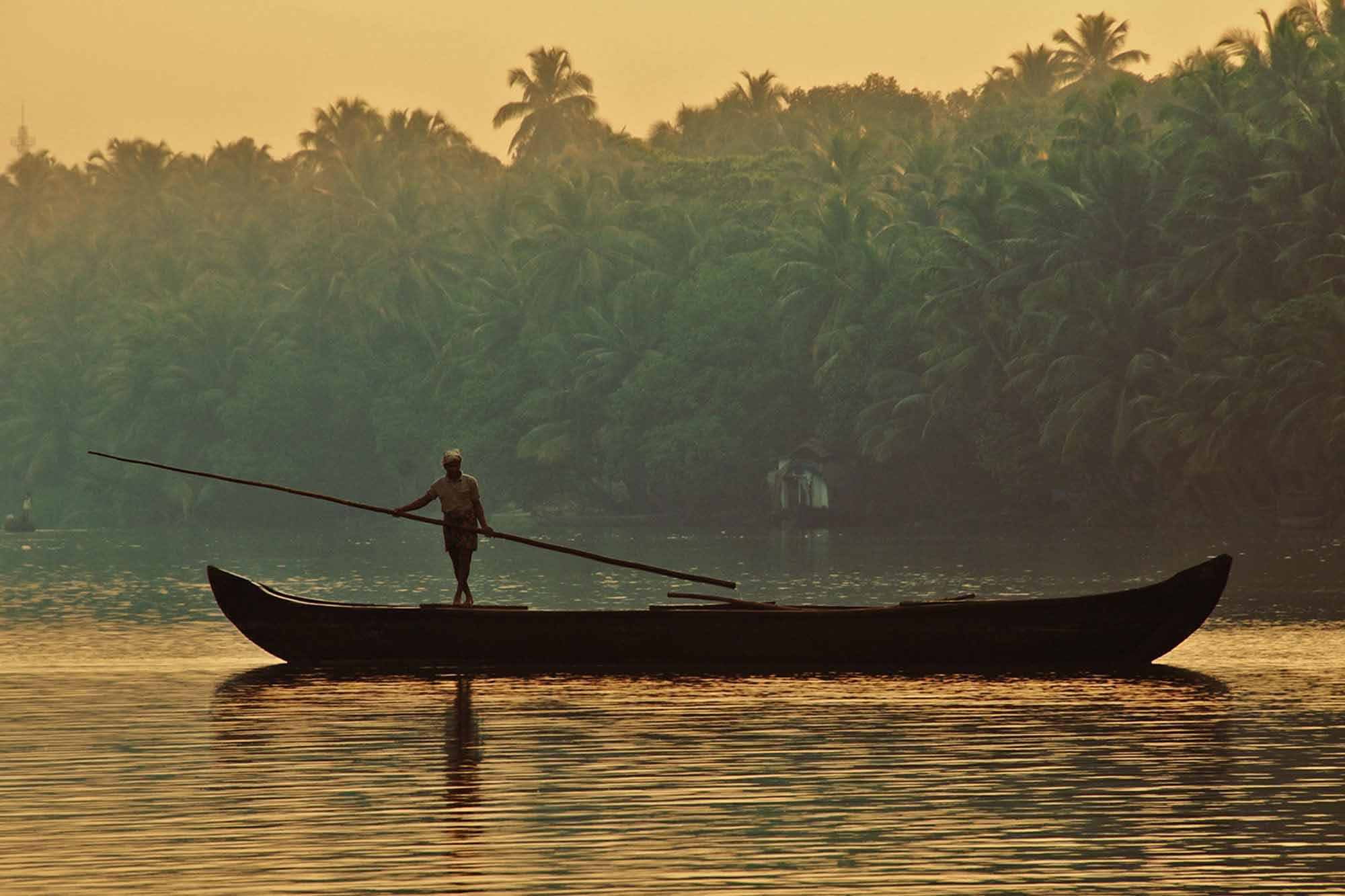 https://www.soulandsurf.com/wp-content/uploads/2021/09/Retreatsindia-images-India-backwaters.jpg