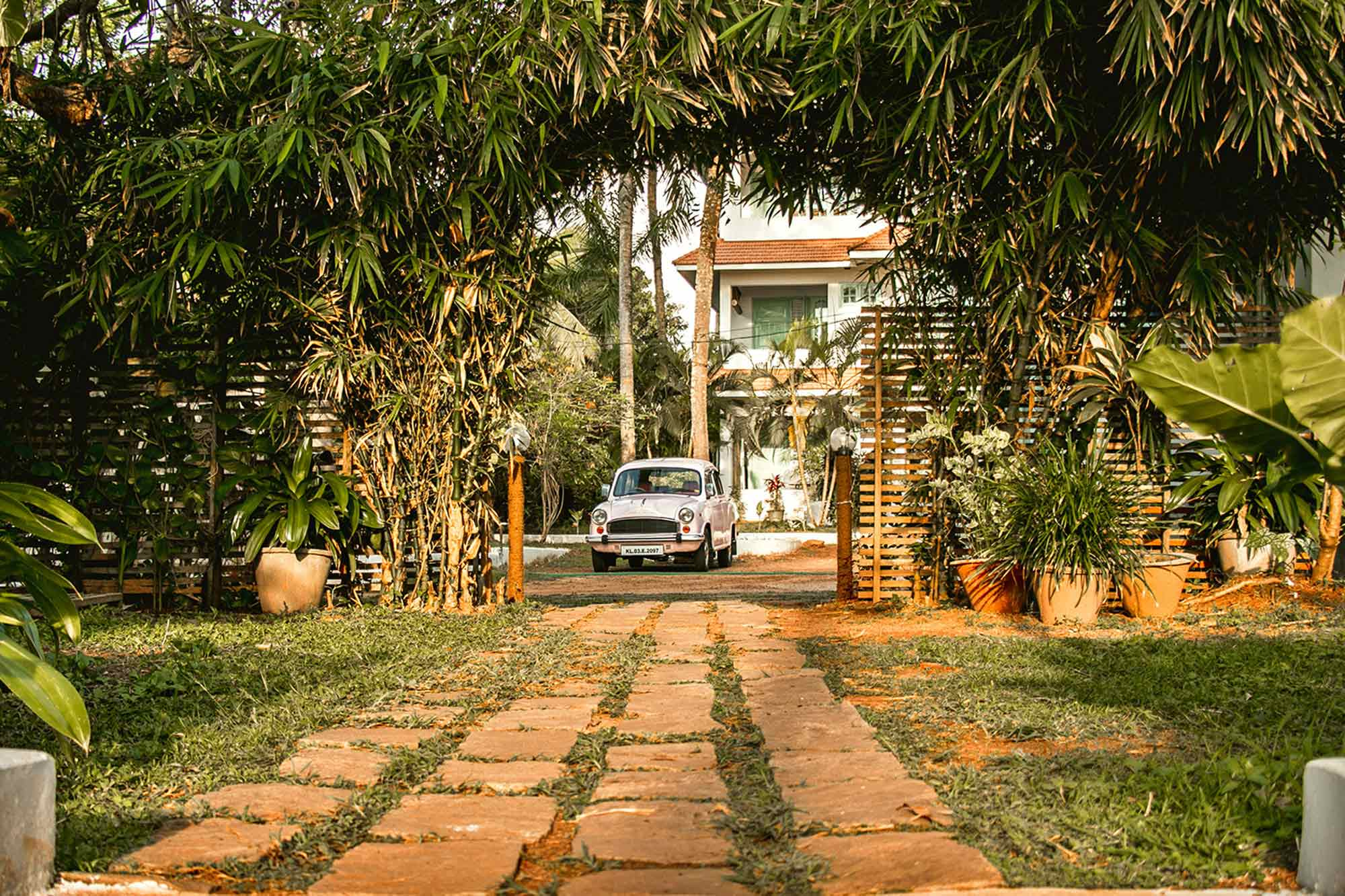 https://www.soulandsurf.com/wp-content/uploads/2021/09/Retreatsindia-images-SS-Kerala-Website-2-stay.jpg