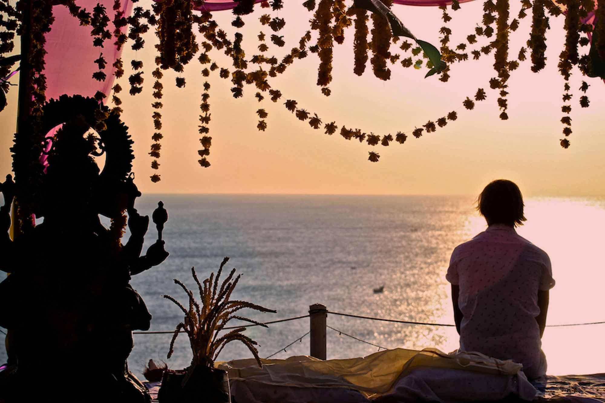 https://www.soulandsurf.com/wp-content/uploads/2021/09/Retreatsindia-images-Vow-Renewal-in-Kerala-Garden.jpg